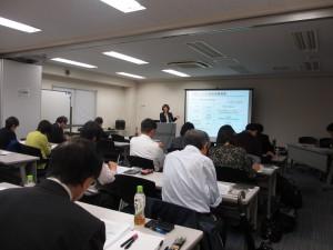 70歳以上の高額療養費負担限度額の説明をする山田講師